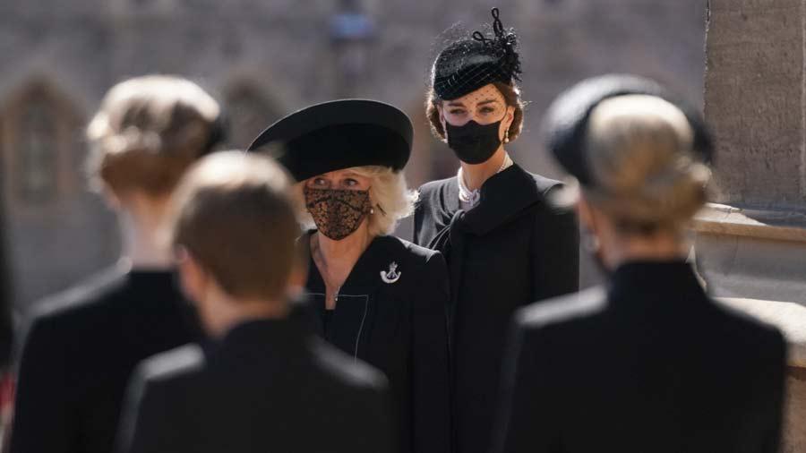 Kate-Middleton-y-su-deslumbrante-look-en-el-sepelio-del-esposo-de-la-Reina-Isabel-(8)