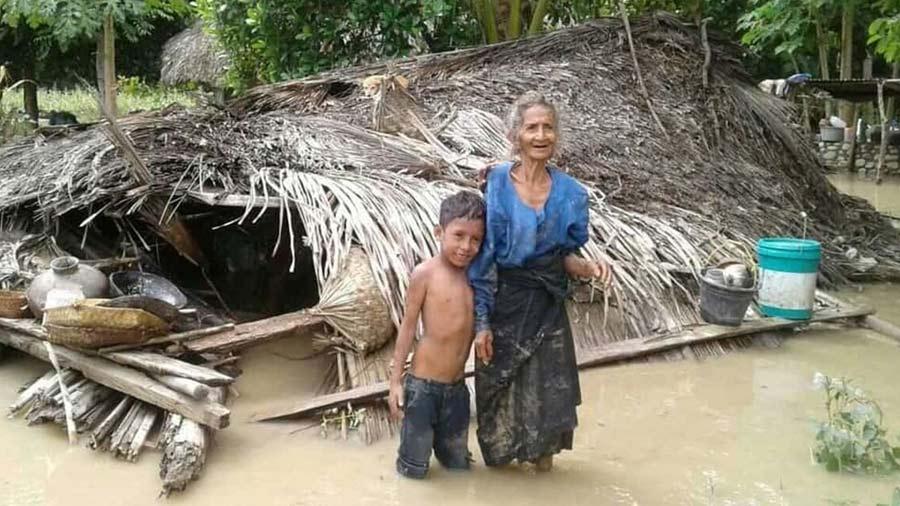 Mas-de-90-muertos-y-decenas-de-desaparecidos-en-inundaciones-en-Indonesia02-