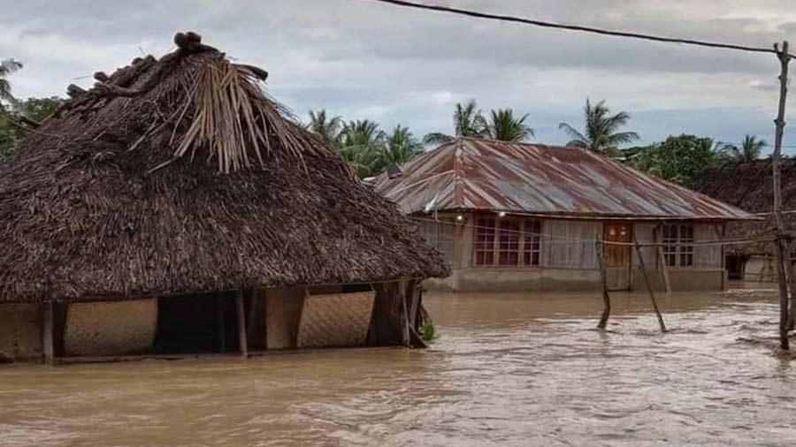 Mas-de-90-muertos-y-decenas-de-desaparecidos-en-inundaciones-en-Indonesia03-