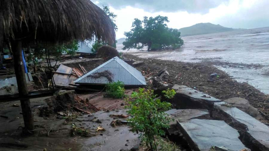 Mas-de-90-muertos-y-decenas-de-desaparecidos-en-inundaciones-en-Indonesia05-