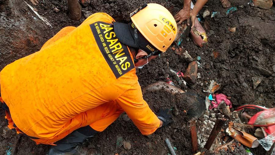 Mas-de-90-muertos-y-decenas-de-desaparecidos-en-inundaciones-en-Indonesia06-
