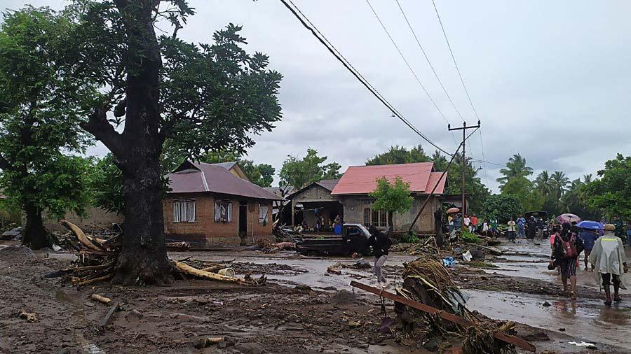 Mas-de-90-muertos-y-decenas-de-desaparecidos-en-inundaciones-en-Indonesia09-