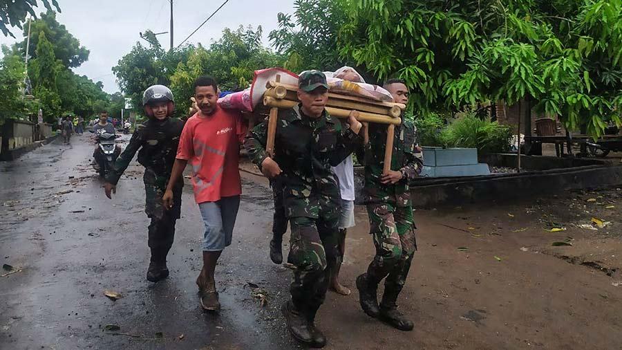 Mas-de-90-muertos-y-decenas-de-desaparecidos-en-inundaciones-en-Indonesia10-