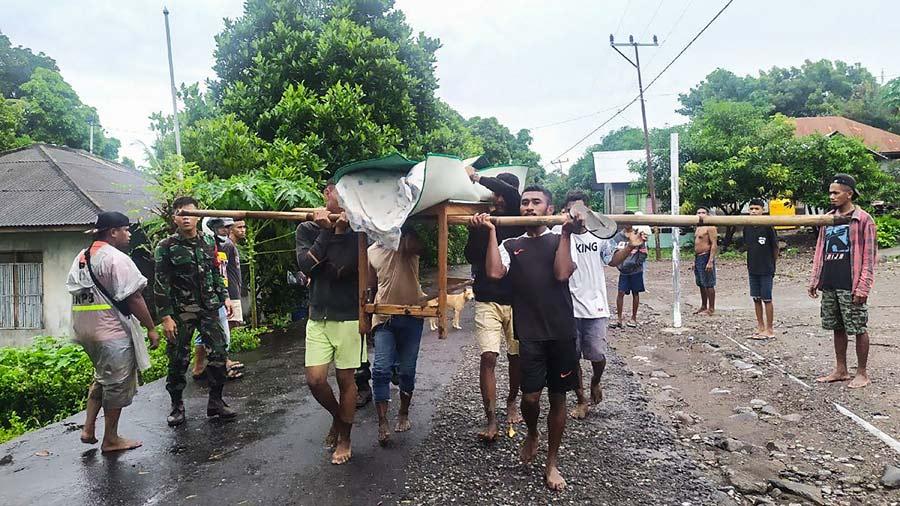 Mas-de-90-muertos-y-decenas-de-desaparecidos-en-inundaciones-en-Indonesia11-