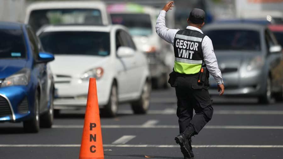 Un-hombre-sin-identificar-luego-de-golpearse-contraun-vehiculo-en-marcha-en-el-kilometro-25-de-la-carretera-a-Sonsonate-08