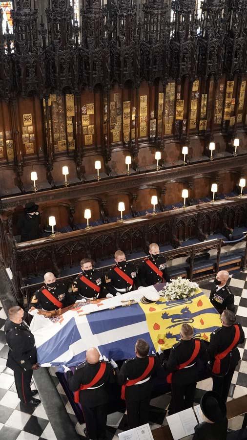 reina-isabel-adios-a-principe-edinburgo (9)