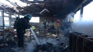Dos aulas y una bodega resultaron dañadas durante el incendio en el colegio Sagrada Familia
