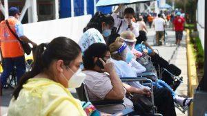 """""""Esto está topado"""": Policías describen el ambiente al interior del Hospital El Salvador"""