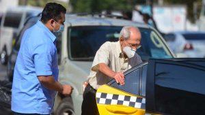Algunos adultos mayores buscaron otro transporte para regresar a sus casas tras vacunación