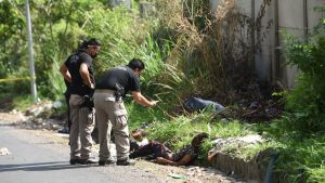 Joven es ahorcado y su cuerpo lanzado sobre la carretera antigua a Mariona