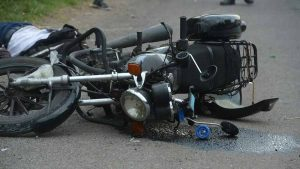 Motociclista muere atropellado por una rastra en Quezaltepeque