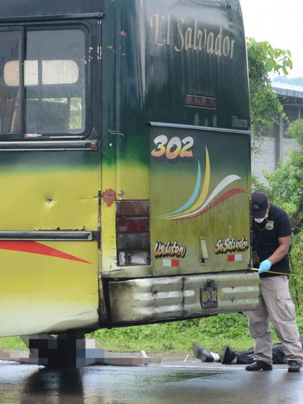 Seis-muertos-deja-ataque-en-un-bus-de-la-Ruta-302