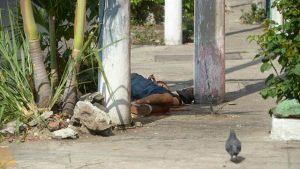 """""""Mi muchacho. Me lo mataron"""": Lamento de una madre tras reconocer a su hijo asesinado en barrio Santa Anita"""