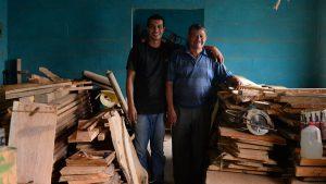 """""""Es mi padre, es mi amigo, para mí es todo"""", hijo de carpintero de Comasagua"""