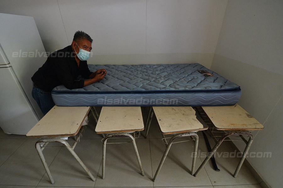 JF-profesores-rurales-duermen-escuela320