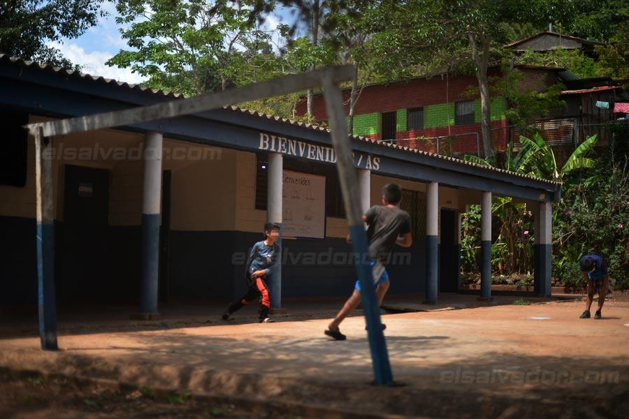 JF-profesores-rurales-duermen-escuela339