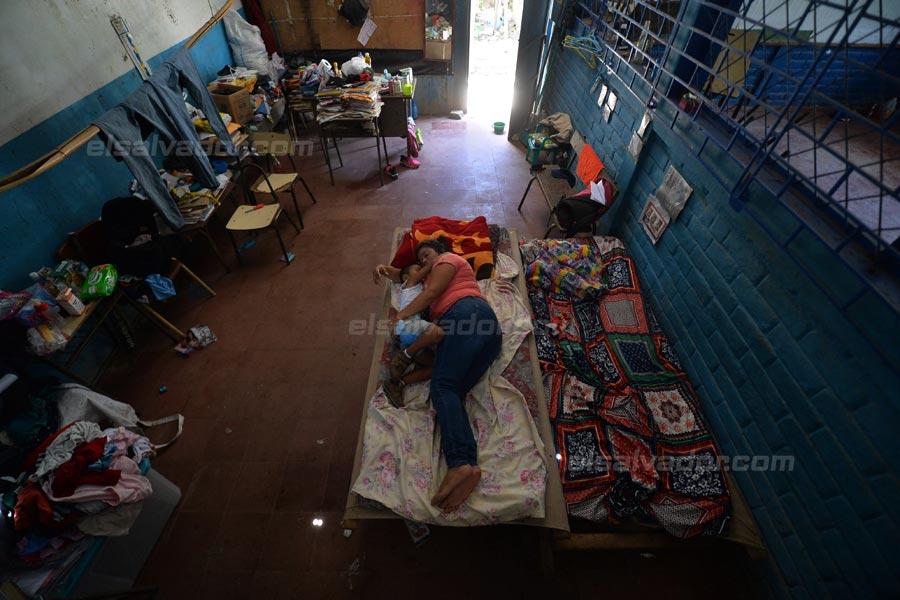 JF-profesores-rurales-duermen-escuela340