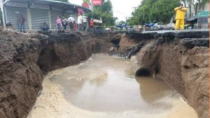 Imágenes: cárcava, tráfico y deslizamientos por lluvias en El Salvador