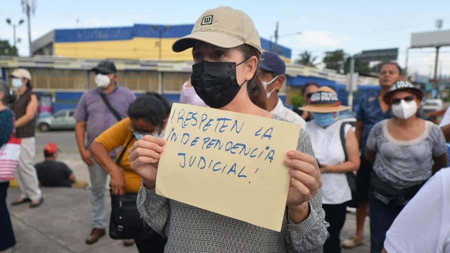 manifestacion-contra-bukele-constitucion8