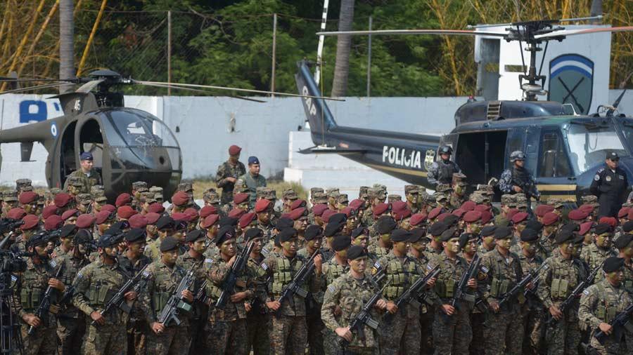 El vicepresidente Oscar Ortiz, lanzo en el ex cuartel de la guardia nacional, , el contingente de las unidades militares y policiales