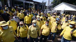 """""""Para otras cosas si tienen dinero"""": trabajadores del MOP protestan por segundo día consecutivo"""