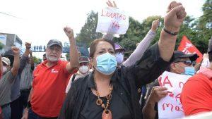 """""""'No' a la persecución política"""": El FMLN protesta en apoyo a exfuncionarios y denuncia atropellos"""