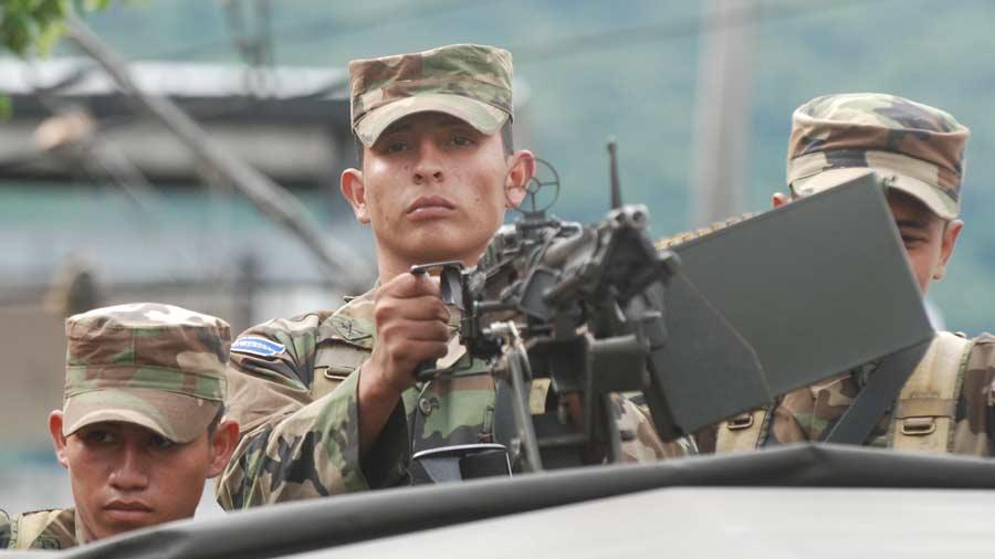 Militares toman el control de colonias