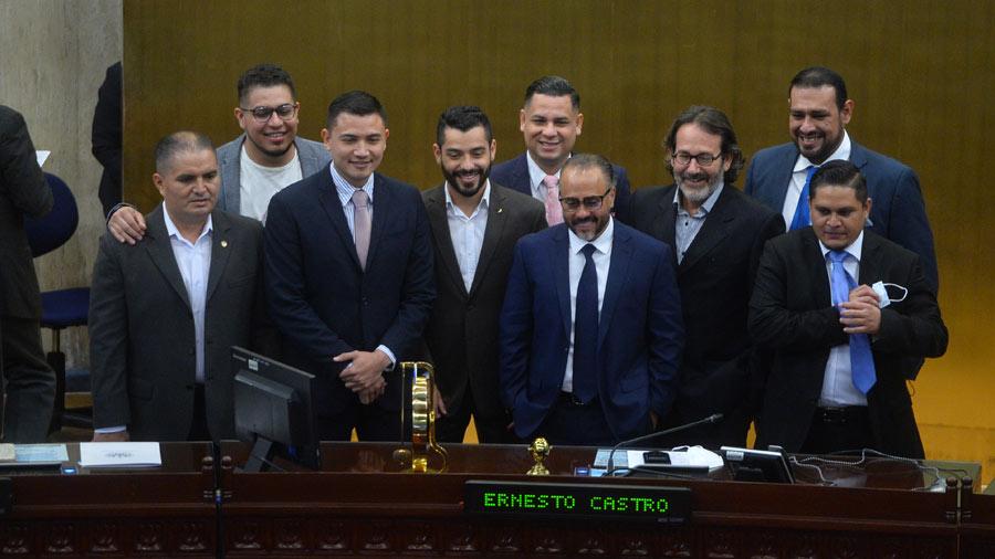 srcset=https://cdn-pro.elsalvador.com/wp-content/uploads/2021/08/JF-Plenaria-24-agosto-2021-diputados-neuvas-ideas-14.jpg