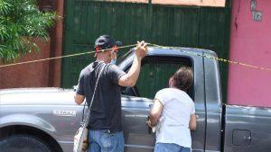 """""""Te me fuiste Tito"""": hombre que dormía en su vehículo fue encontrado muerto en Santa Tecla"""