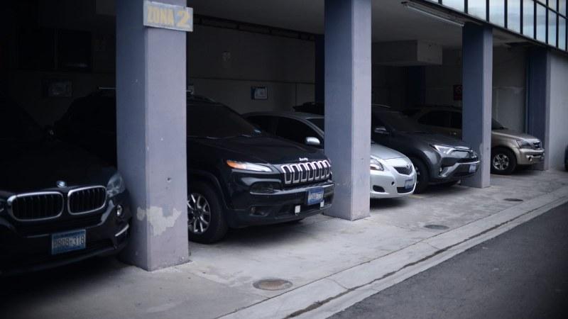 Asamblea reparte autos a fracciones; ARENA los rechaza